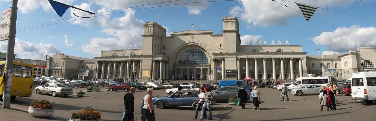 Dnipro_Railway_Station-https://ru.wikipedia.org/wiki/Файл:Dnipropetrovsk_Railway_Station.jpg