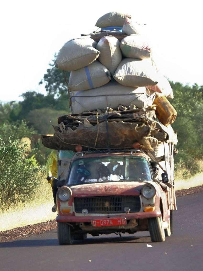 Mali_-_local_transport- https://commons.wikimedia.org/wiki/File:Mali_-_local_transport.jpg